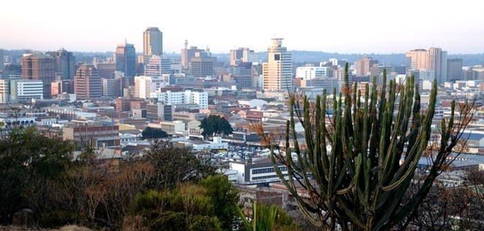 Voyage en Afrique, tension politique, voyage au Zimbabwe